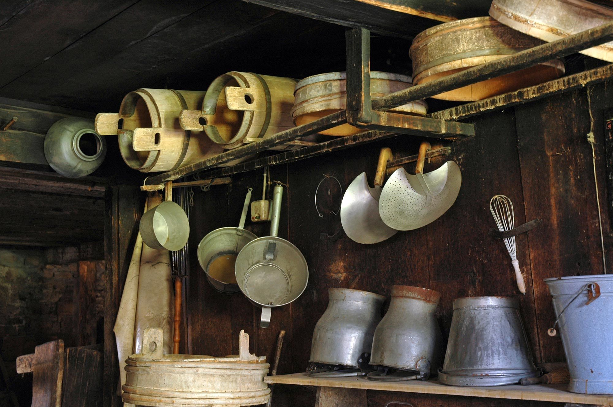 Sennküche in der Schausennerei, Senngeschirr | Alpmuseum uf m Tannberg Schröcken